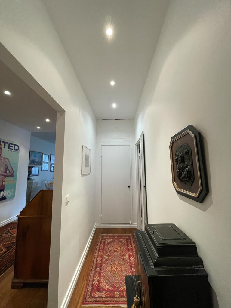 Rénovation de la porte d'entrée d'un appartement, vue intérieure