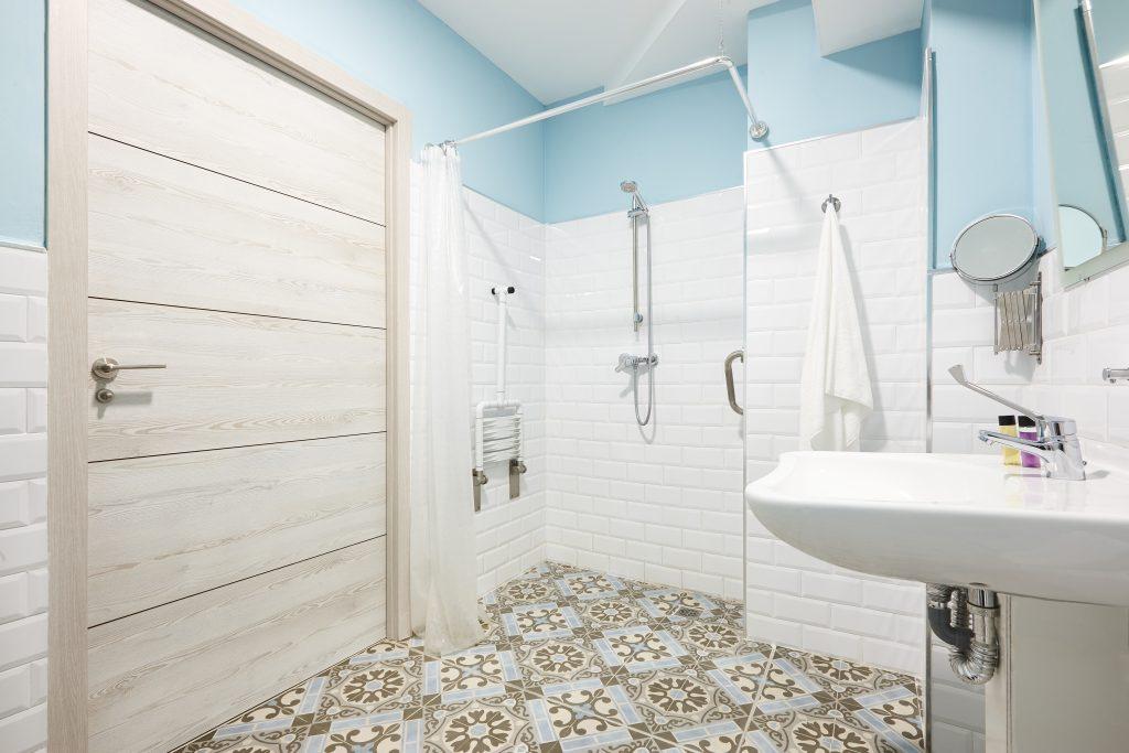 rénover une salle de bain adaptée aux séniors