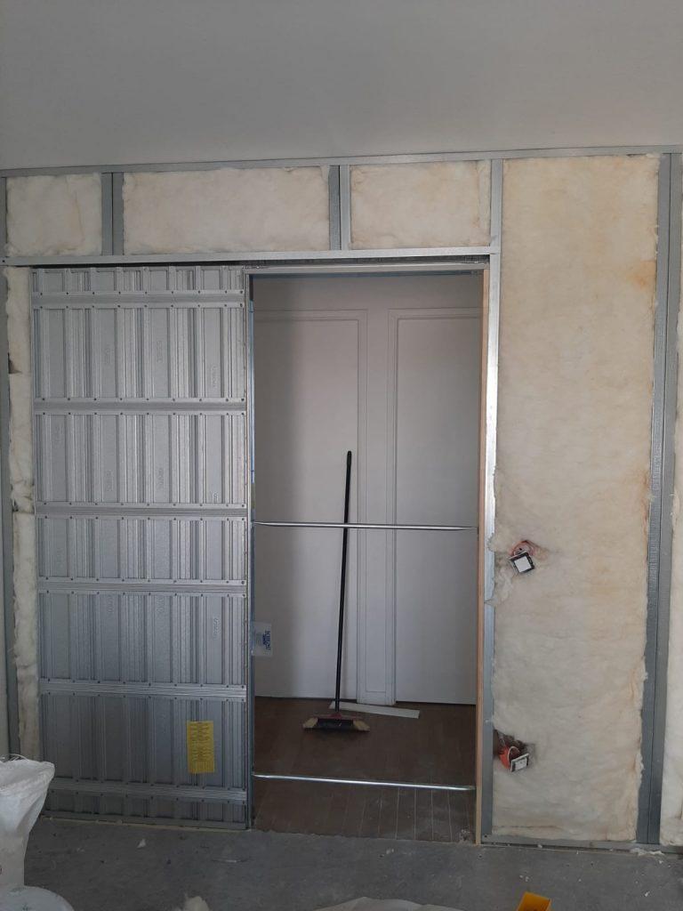 Installation complète de l'isolation de la nouvelle entrée